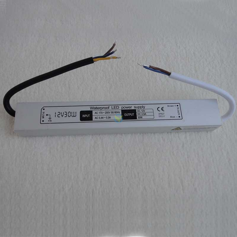 Wetterfestes Netzteil Einbaunetzteil 12 Volt DC Gleichstrom 2,5A ca. 30 Watt
